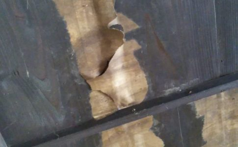 古民家カフェの天井はベニヤ板だった